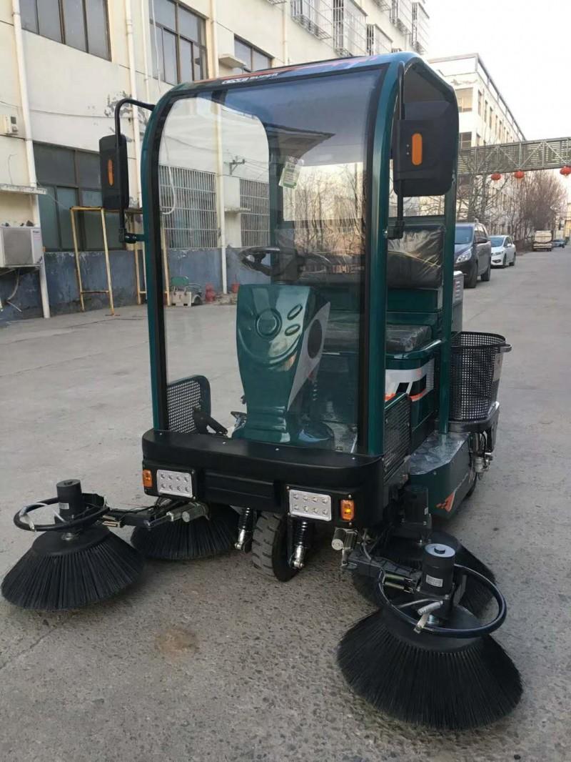 五刷半封闭式驾驶式吸尘扫地机JC1800 洒水吸尘扫地机