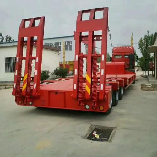 骏通13米低平板半挂车厂家 压路机运输半挂车