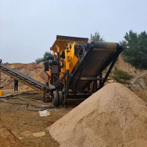 移动式破碎机大型石子鹅卵石建筑垃圾风化石锤式粉碎机(一体机)