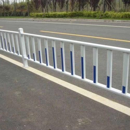 供应交通黄金道路护栏 铁艺市政护栏 马路隔离栏杆 支持订做