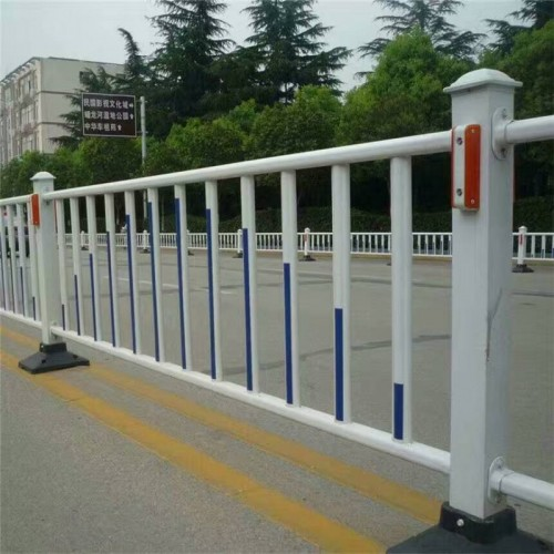 厂家直销道路护栏人行道金属防护隔离栏杆交通安全防护防撞栏