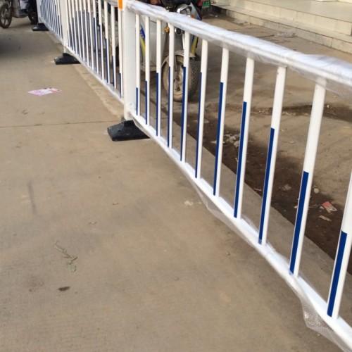 市政道路护栏厂家供应隔离栏道路交通安全隔离栏护栏