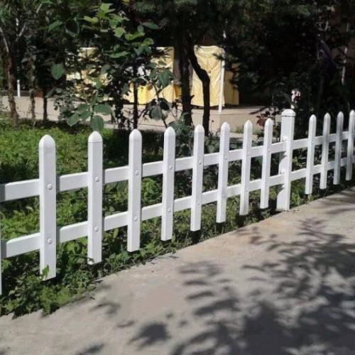 塑钢草坪护栏 花圃绿化PVC草坪护栏 蓝白色塑料草坪围栏