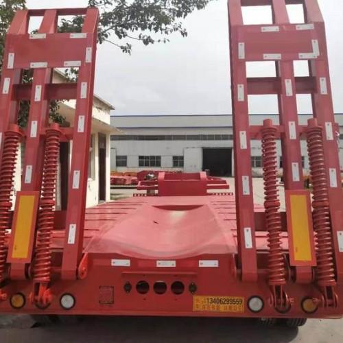 拖工程机械勾机平板拖车车型图