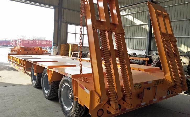 贵州拖挖掘机低平板半挂车设计