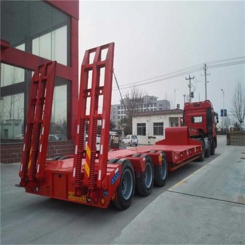 低平板半挂车 13米挖掘机运输半挂车 勾机板半挂车价格