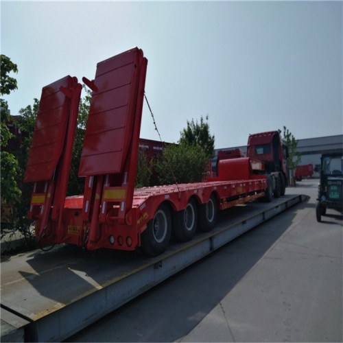 三线六轴低平板半挂车 勾机板半挂车 挖掘机运输拖车价格