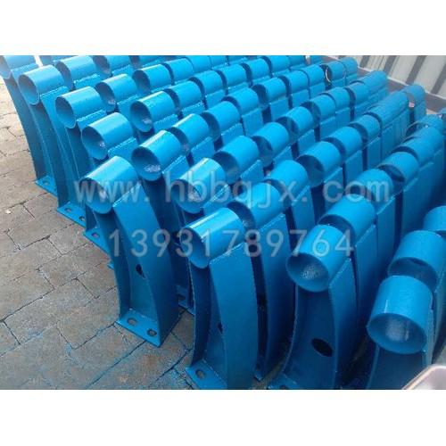 内蒙古焊接防撞护栏支架订制厂家泊泉机械-供应焊接防撞护栏支架