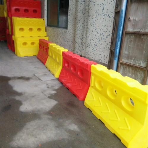 滚塑水马性能 滚塑水马防撞桶使用特点 道路隔离墩