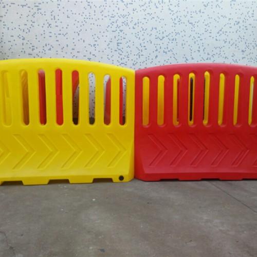 滚塑高围栏水马概述 警示防护栏围档高度 防撞墩水马