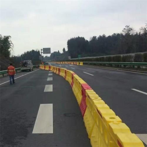 高速公路滚塑水马防撞强度高 组合式防撞墩厂家直销