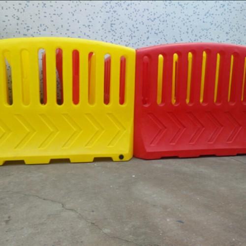 医院大门防疫隔离栏 警示防护围档规格 临时隔离水马厂家