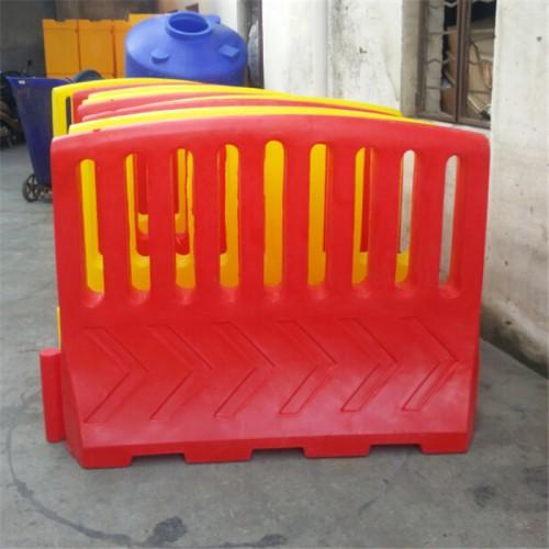长沙大围栏水马厂家直供 湖南滚塑高围栏水马围档款式多样