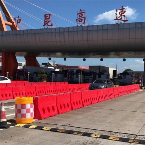 高速公路水马防撞墩 交通反光防撞桶 警示隔离墩护栏