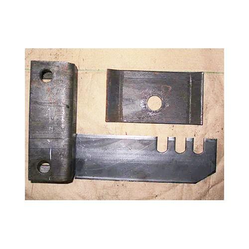 新疆托辊配件生产「众兴煤机配件」托辊支架规格多样