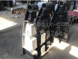 黑龙江铸钢桥梁立柱加工/泊泉机械制造订制焊接防撞护栏支架