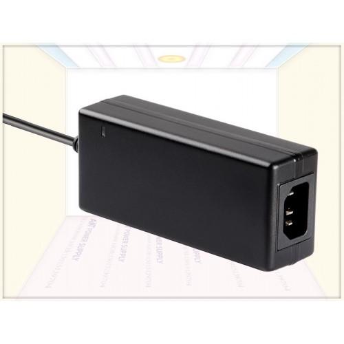 通过IEC62368/61558多国认证12V5A电源适配器