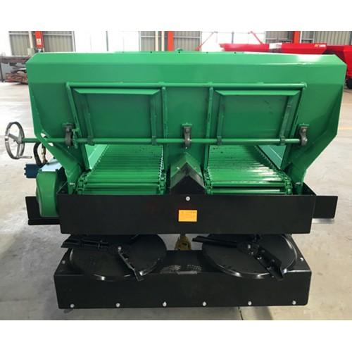 8立方大型厩肥撒肥机 新疆大型固肥抛粪机