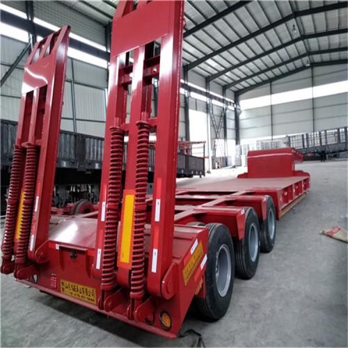 13米爬梯低平板运输车 山东梁山厂家出口预定生产中