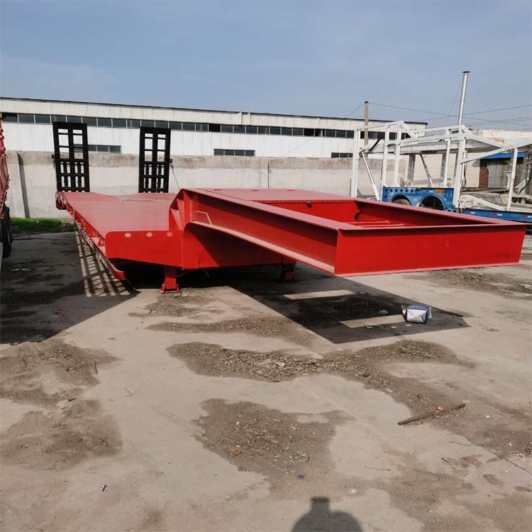 三轴挖掘机拖车 勾机板半挂车价格 两轴拖板车价格